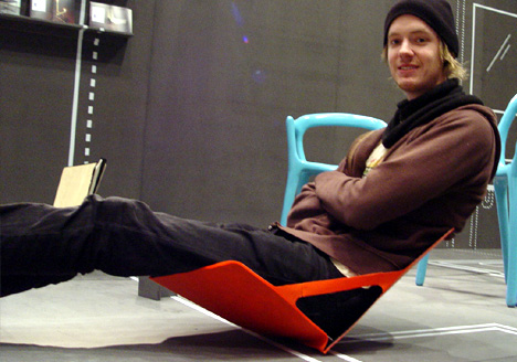 simen-aarseth-unfolding-chair-sitting