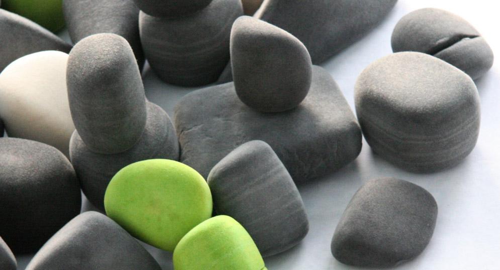 molo design hrave mekke kamene