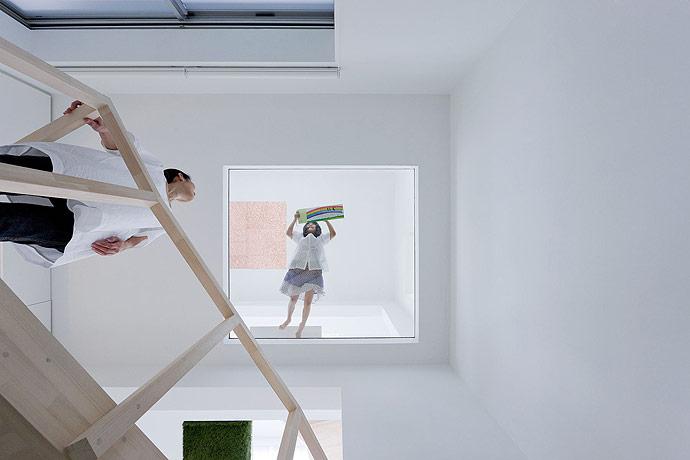 sou fujimoto house h glass floor