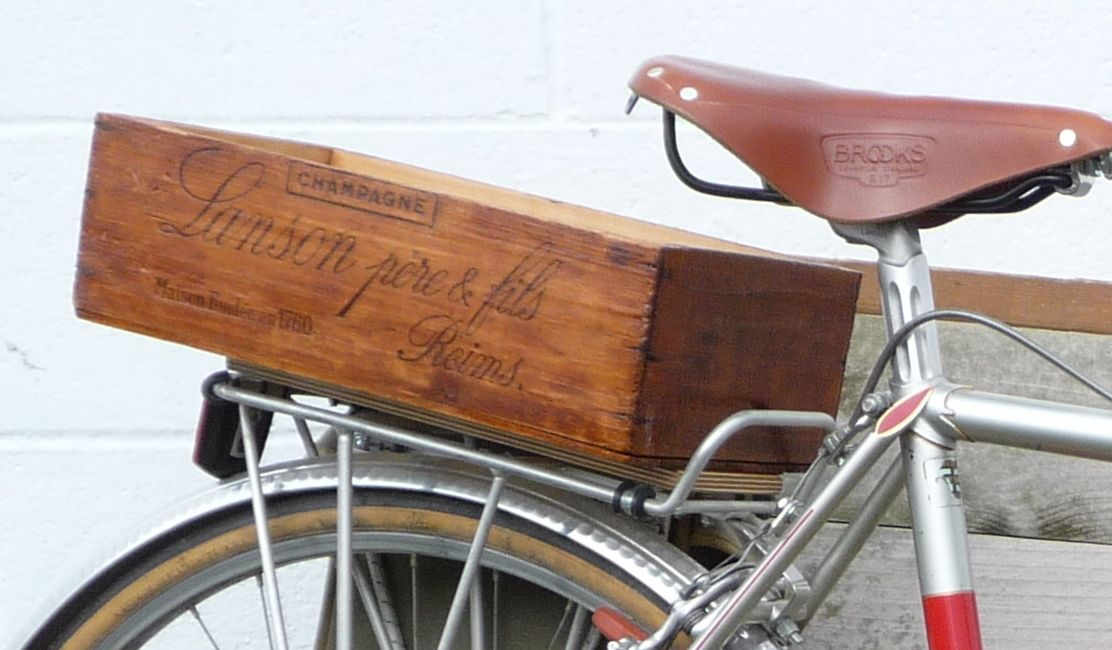bike box recycled from old vine crate box na bicykel zo starej krabice na vino