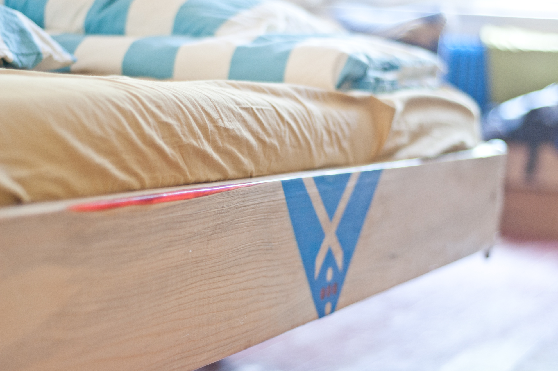 tototu by tototu -  sklapacia postel no.2 - cerveny epoxid