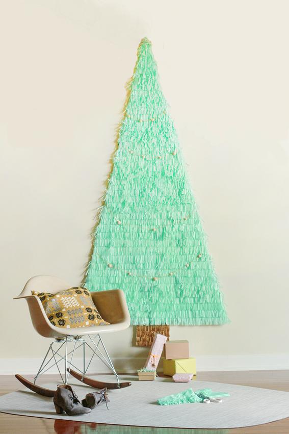 05 curbly.com diy pastel green wall art christmas tree velky zeleny papierovy stromcek