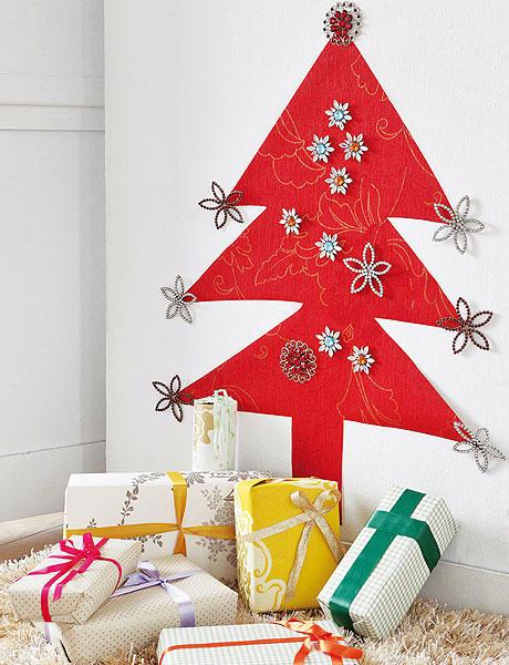 72 cerveny namalovany stromcek na stene