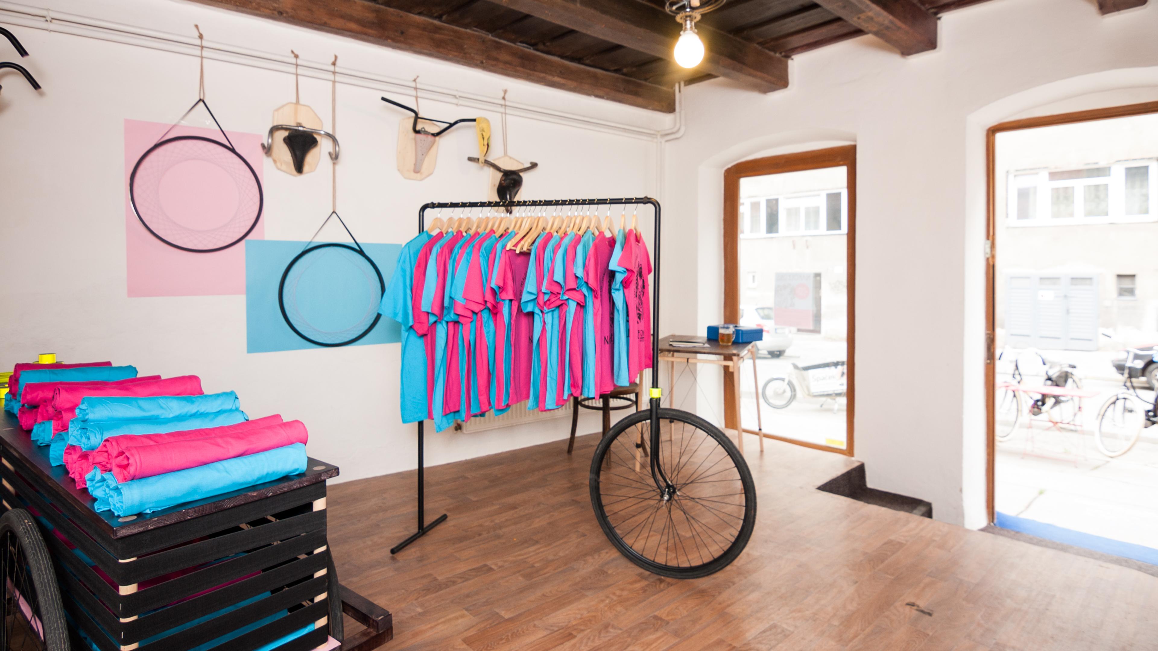 bike-popup-shop-tototu-studio-brno