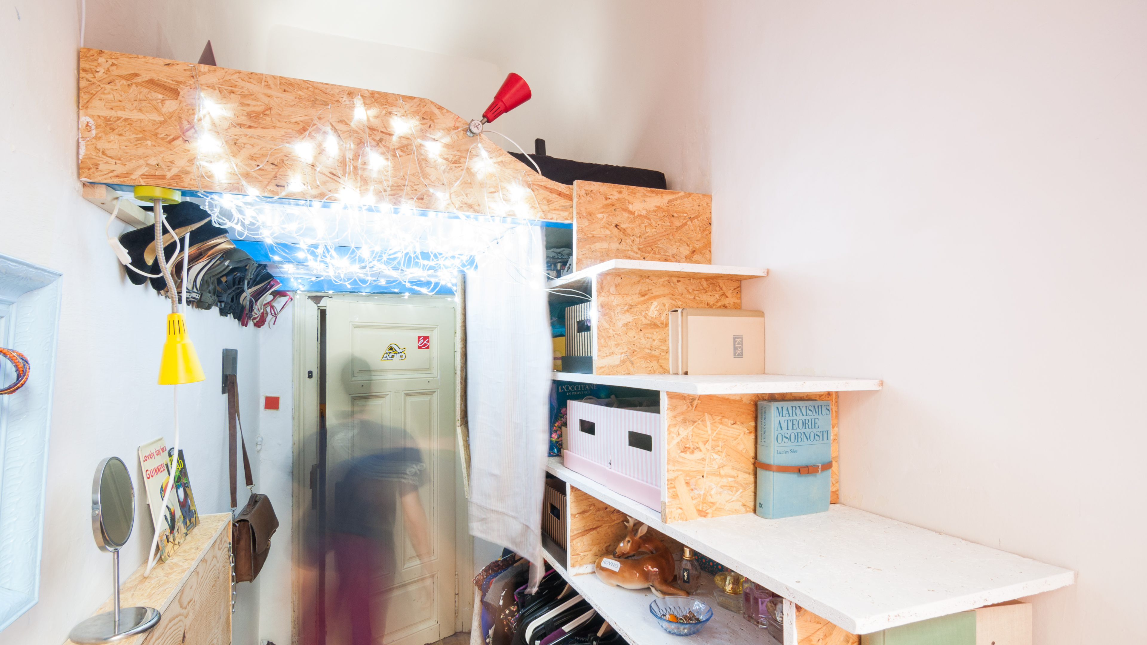velmi-uzka-izba-tototu-studio